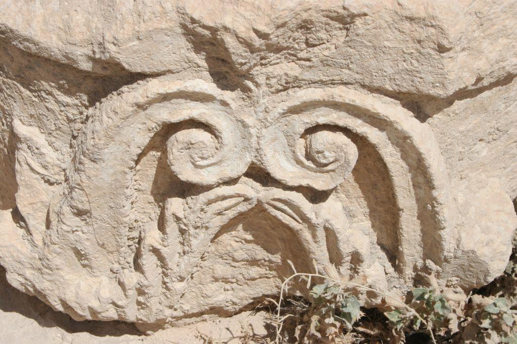 herodian-4958-capitals-found-in-villa