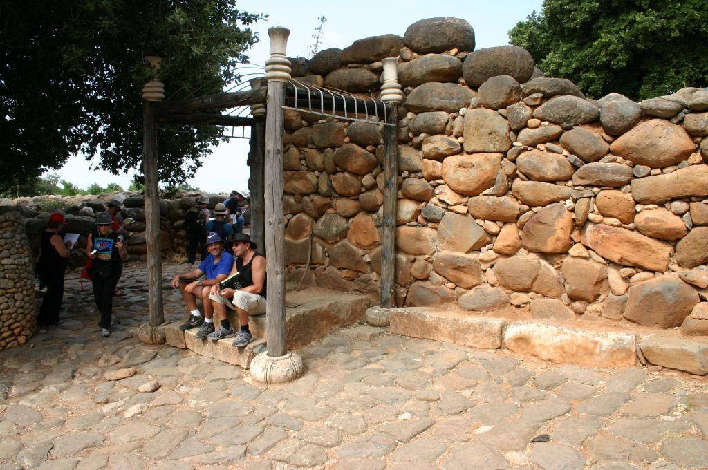 tel-dan-bench-at-israelite-gate-d5110