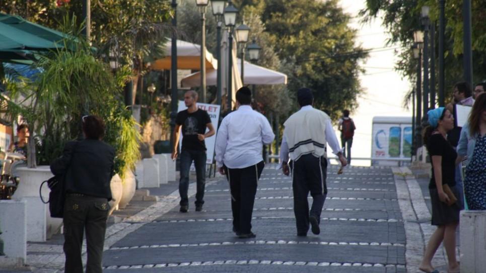 pedestrian-mall-founders-street-1202-965x543