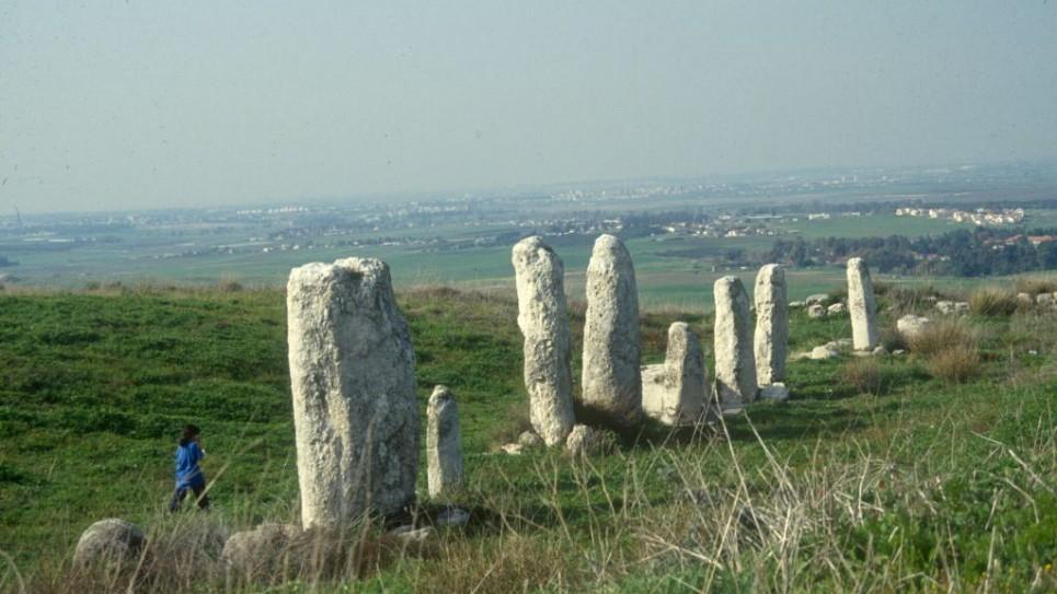 winter-photo-standing-stones-2450-965x543