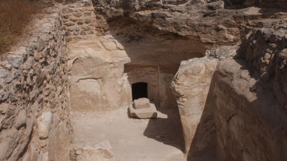 burgin-2788-burial-cave-965x543