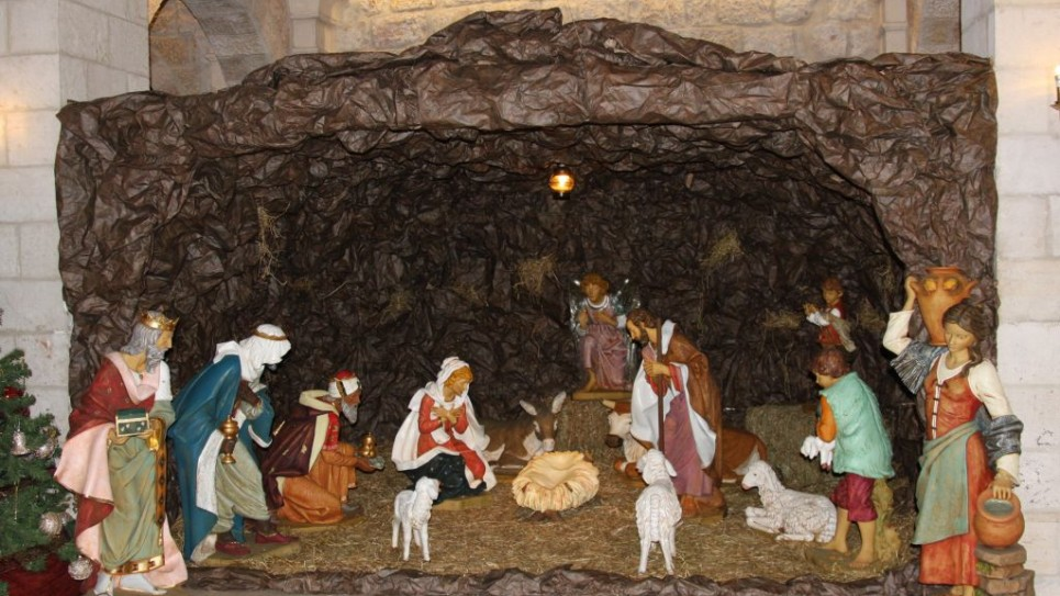 notre-dame-christmas-eve-2756-965x543